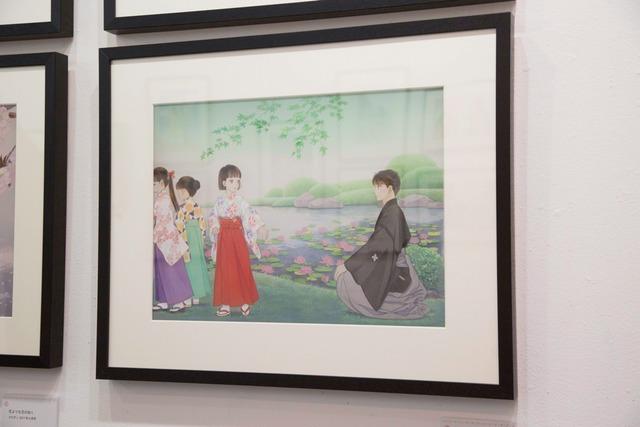 「成田美名子画業40周年記念原画展」の様子。