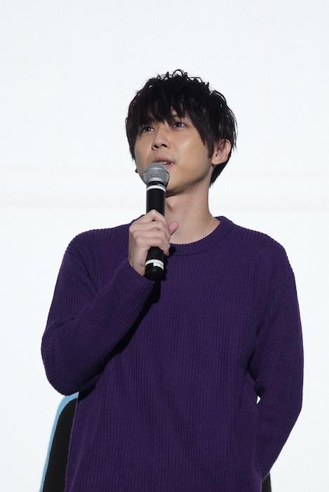 尾崎隼人役の梶裕貴。