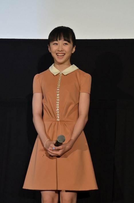 リズ、少女役の本田望結。