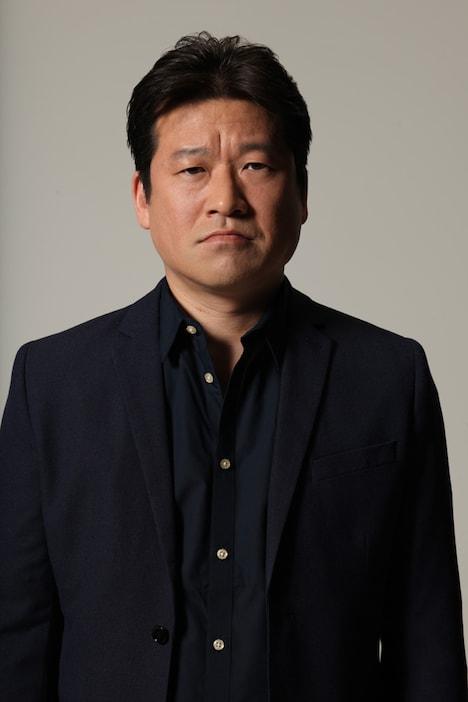 理子の父役の佐藤二朗。