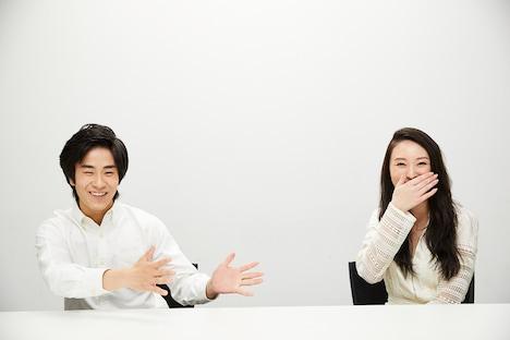 前田旺志郎と栗山千明の合同取材の様子。