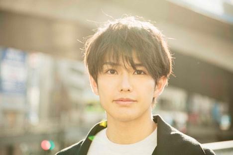 滝井朋也役の吉村卓也。