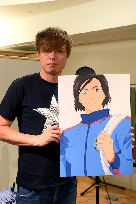 自身のイラストを手にする遠藤保仁選手。