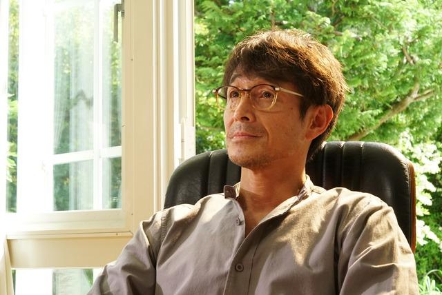 吉田栄作演じる祖父江秋人。