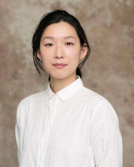 照井幸代役の江口のりこ。(c)新田 章/講談社 (c)「恋のツキ」製作委員会