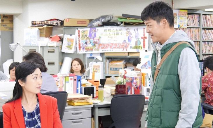 ドラマ「戦争めし」より。左から壇蜜演じる井澤奈緒、駿河太郎演じる山田翔平。