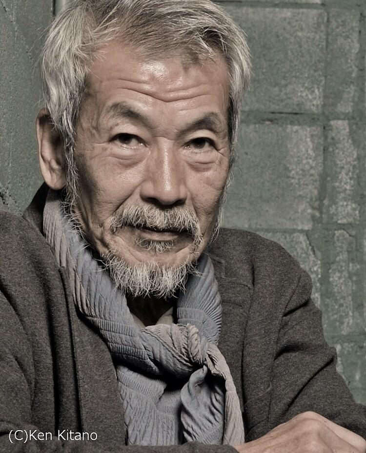 吉井役の田中泯。