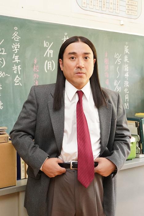 ムロツヨシ扮する椋木先生。