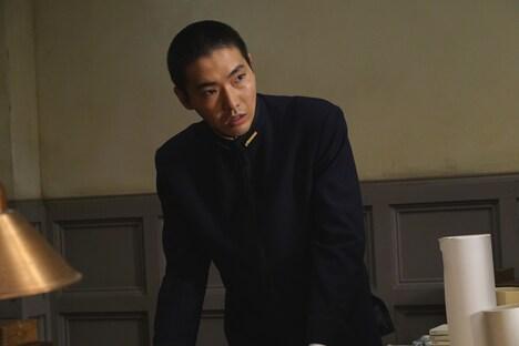 柄本佑扮する田中正二郎。