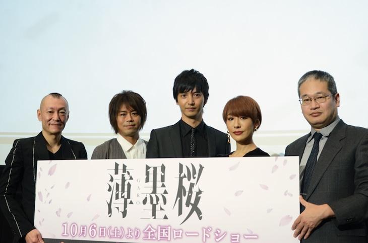 「薄墨桜 -GARO-」完成披露上映会にて、左から桂正和、浪川大輔、中山麻聖、朴ろ美、西村聡。