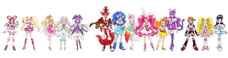 左からキュアドリーム、キュアピーチ、キュアミラクル、キュアフェリーチェ、キュアマジカル、キュアショコラ、キュアジェラート、キュアパルフェ、キュアホイップ、キュアカスタード、キュアマカロン、キュアブラック、シャイニールミナス、キュアホワイト。