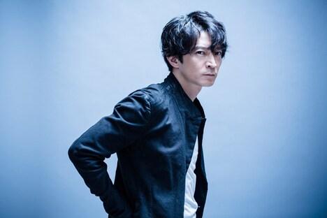 ろく役の津田健次郎。