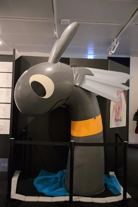 「ボンズ20周年記念展」の様子。「ひそねとまそたん」のまそたん。
