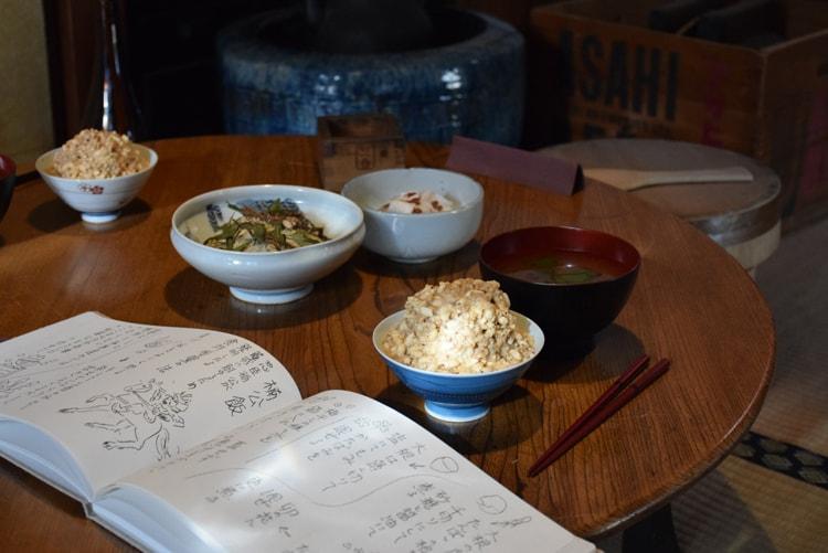 食事(楠公飯)の再現展示。(c)昭和のくらし博物館