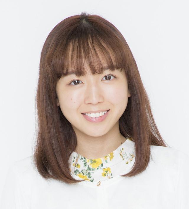 勝田里奈扮する鮎原瞳。