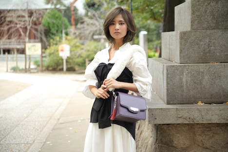 殺生丸モデルのバッグ使用イメージ。
