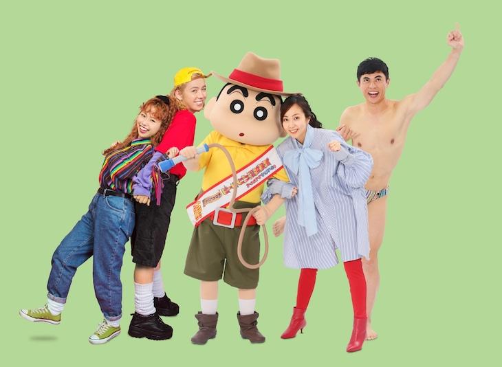 「映画クレヨンしんちゃん 新婚旅行ハリケーン ~失われたひろし~」左からゲスト声優のぺこ、りゅうちぇる、木南晴夏、小島よしお。