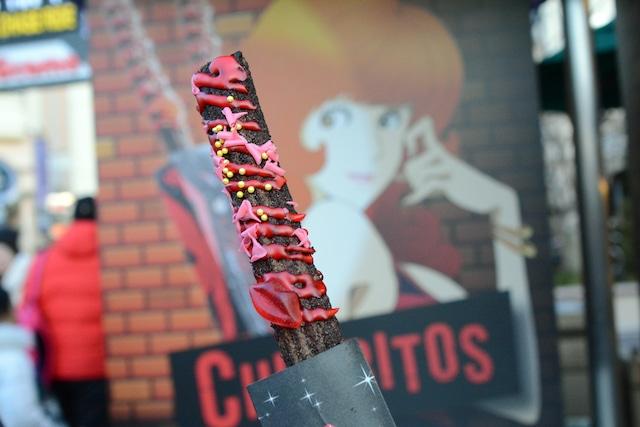 ワゴンで販売される「不二子チュリトス ~チョコレートローズ」。