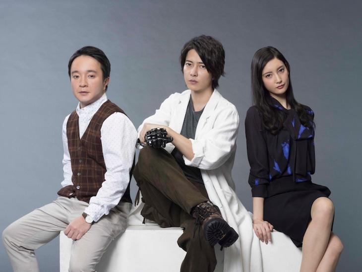 ドラマ「インハンド」より、左から高家春馬役の濱田岳、紐倉哲役の山下智久、牧野巴役の菜々緒。