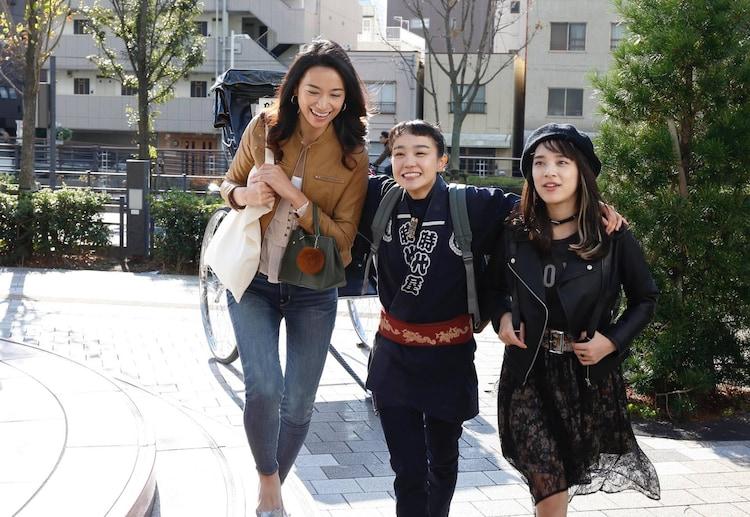 ドラマ「のの湯」より。左から高橋ユウ演じるアリッサ・リベラ、奈緒演じる鮫島野乃、都丸紗也華演じる湯気岫子。