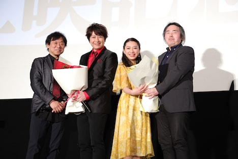 左から羽原信義監督、古代進役の小野大輔、森雪役の桑島法子、シリーズ構成の福井晴敏。