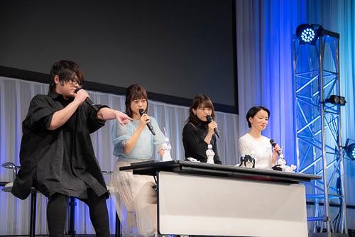 「ダンジョンに出会いを求めるのは間違っているだろうか」スペシャルステージの様子。左から松岡禎丞、水瀬いのり、大西沙織、千菅春香。