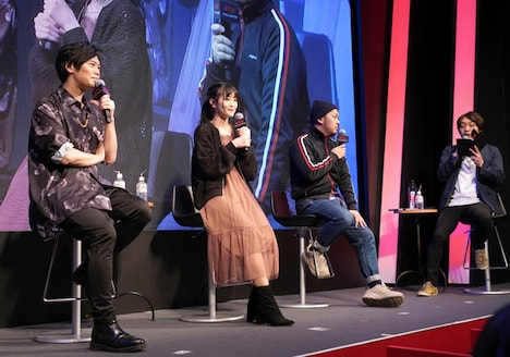 左から古川慎、古賀葵、石川達也プロデューサー。