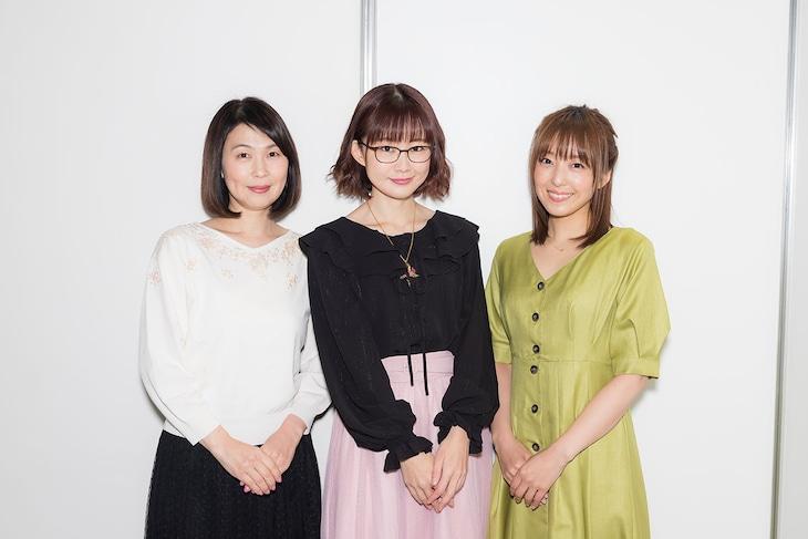 左からマジカルルビー役の高野直子、イリヤスフィール・フォン・アインツベルン役の門脇舞以、嶽間沢龍子役の加藤英美里。