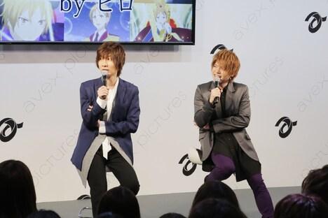 イベントの様子。左から前野智昭、内田雄馬。
