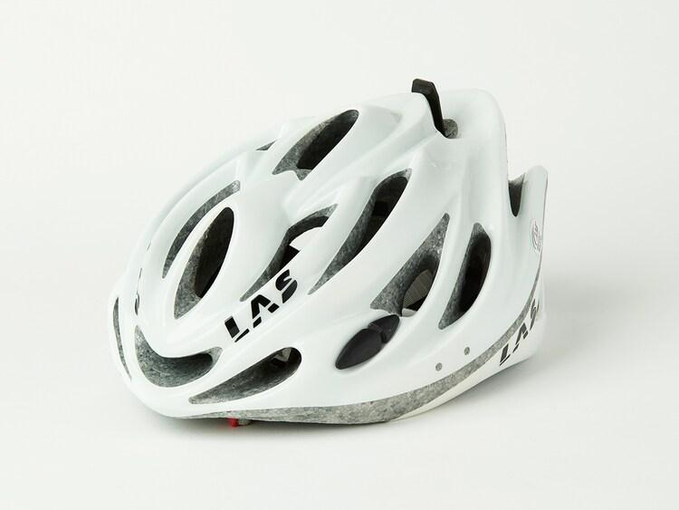 ドラマ「弱虫ペダル」で植田圭輔演じる真波山岳が使用したヘルメット。