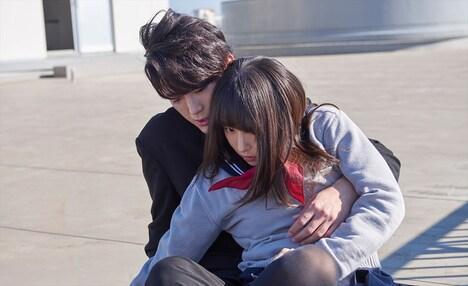 映画「殺さない彼と死なない彼女」の場面写真。