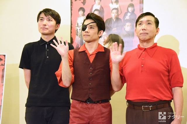 左から中屋敷法仁、五関晃一、梶原善。