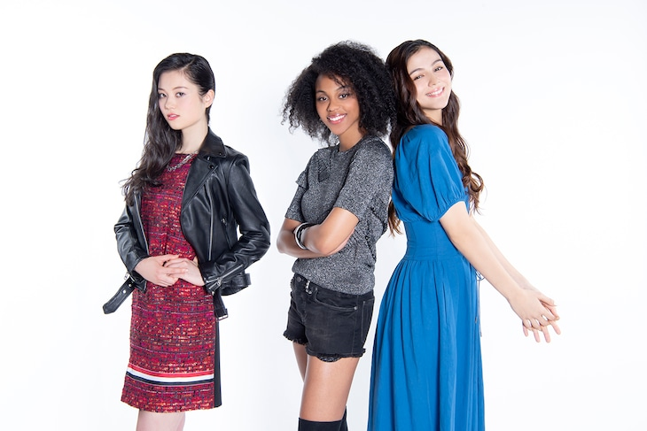 左からアリサ、ナイ・ブリックス、セレイナ・アン。