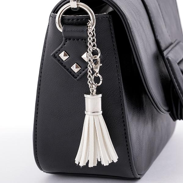 芥川龍之介モデルのバッグ。
