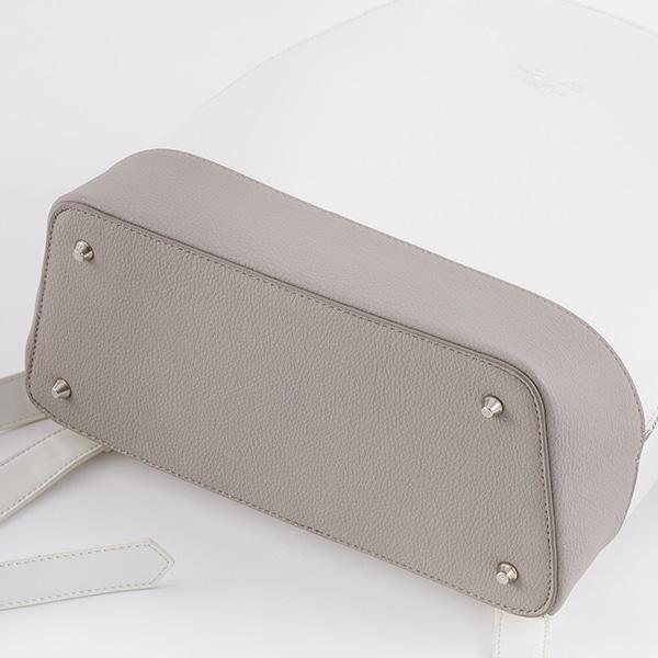 中島敦モデルのバッグ。