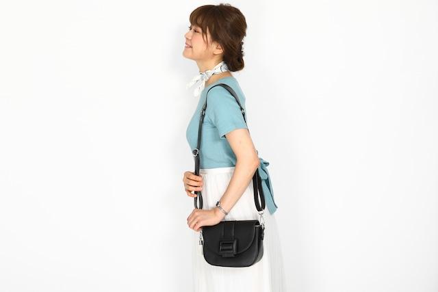 芥川龍之介モデルのバッグの使用イメージ。