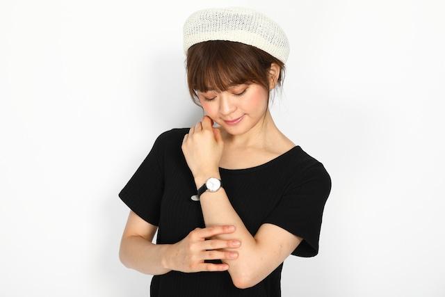 中島敦モデルの腕時計の使用イメージ。