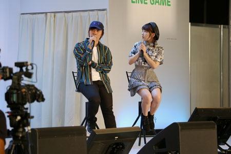 「『ガンダム』40周年ステージ」の様子。左から佐藤拓也、十味。