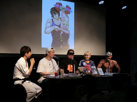 左から小林翔氏、鈴木達央、サンドロビッチ・ヤバ子、ファイルーズあい、岸誠二監督。
