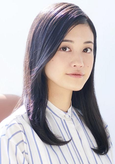 ユージェニー・ド・ダングラール役の小泉萌香。