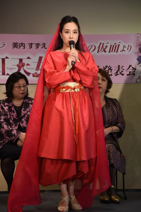 阿古夜×紅天女役の小林沙羅。