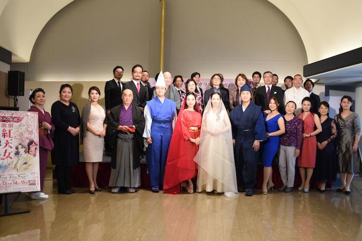 歌劇「紅天女」制作記者発表会の様子。