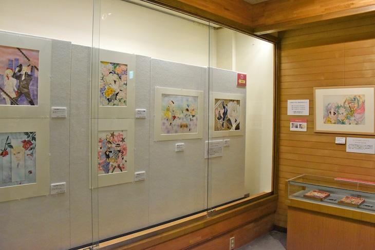 「なかよし創刊65周年記念原画展」の様子。
