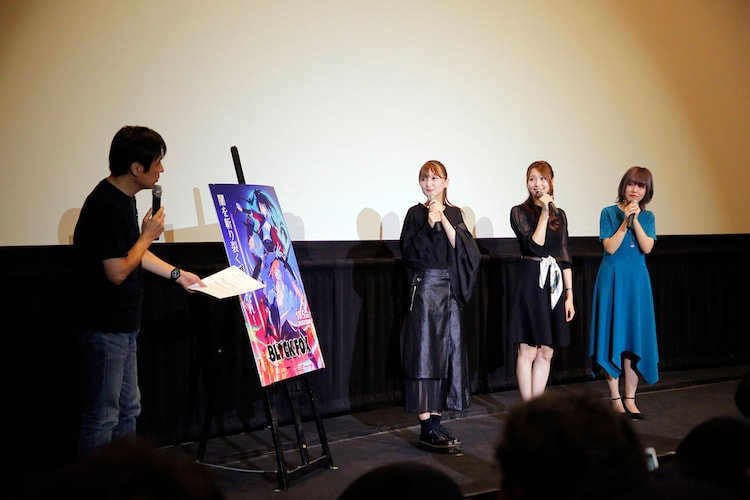 左から司会のアニメライター・小林治、七瀬彩夏、戸松遥、大地葉。