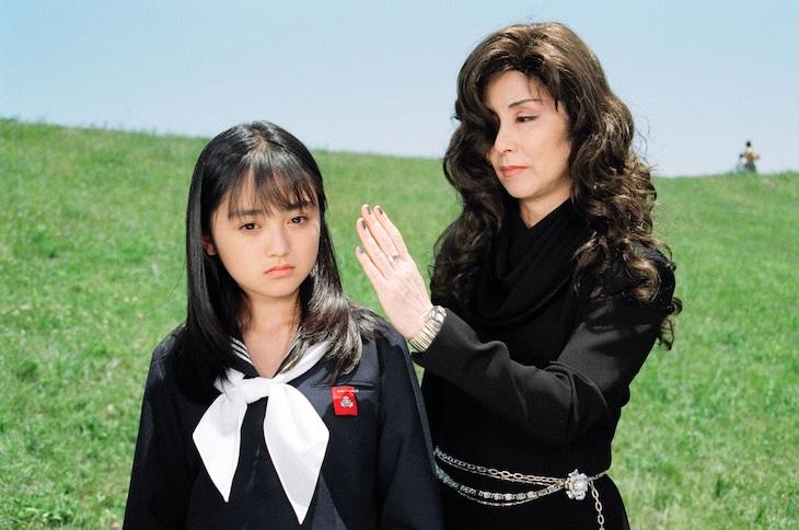 ドラマ「ガラスの仮面」より、安達祐実演じる北島マヤと野際陽子演じる月影千草。
