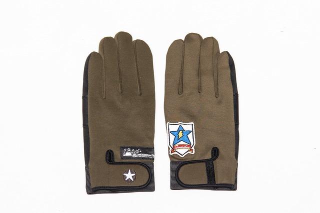 サンダース大学付属高校モデルの高機能万能手袋。
