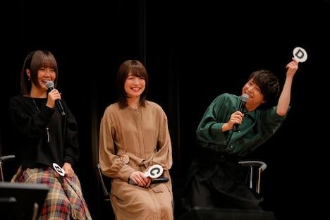 内田と同じく心理テストで「イケイケお調子者」という結果が出て、お調子者ぶる河西健吾(右)。