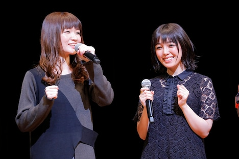 左から種崎敦美、佐藤聡美。うおちゃん・はなちゃん役の2人は、イベント出演が決まり「私たちも宴に参加できるんだ!」と喜び合ったという。