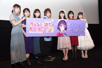 左から赤崎千夏、矢作紗友里、大西沙織、松岡禎丞、安野希世乃、茅野愛衣、春奈るな。
