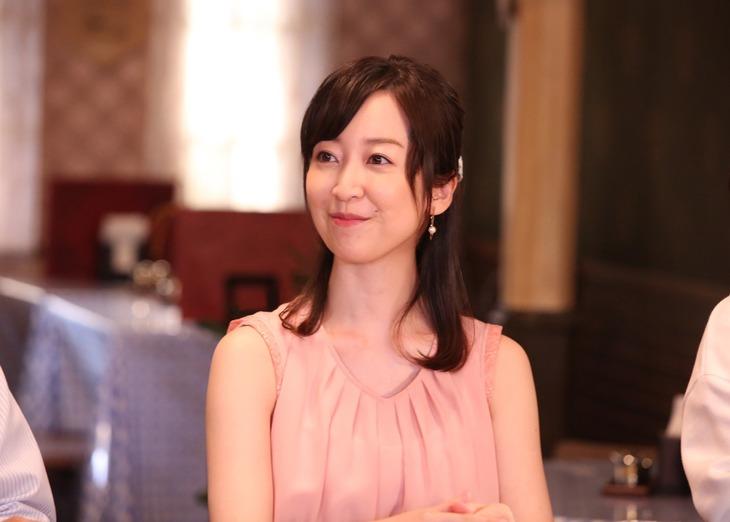 黒川智花扮するかおり。